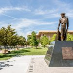 csu northridge staty på campus