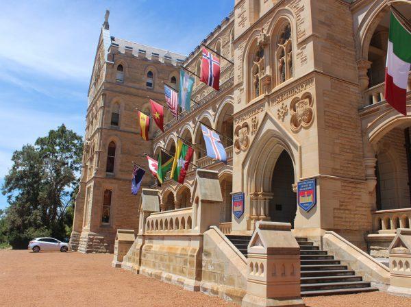 Studera på ICMS i Sydney på blueberry.nu