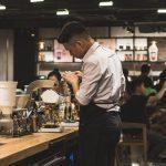 student arbetar utomlands som barista