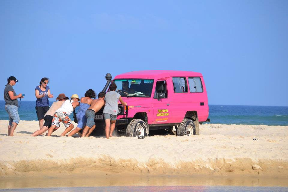 resa australien, studera utomlands, arbeta, leva livet, rosa bil, push