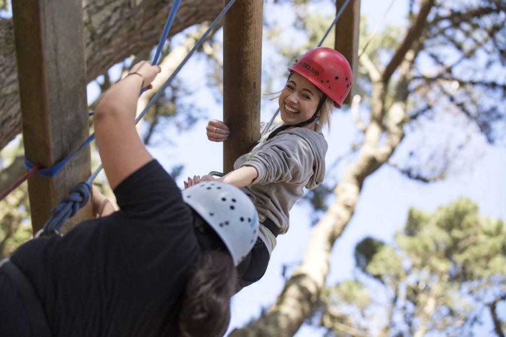 studera utomlands, äventyr, csn regler 2018, klättra, hjälpande hand, vänner