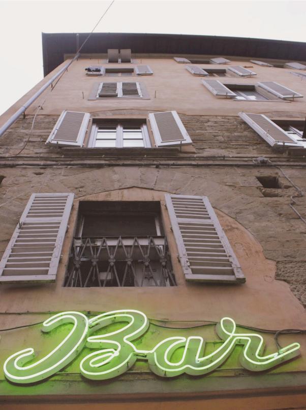 Neonskylt byggnad i Florens