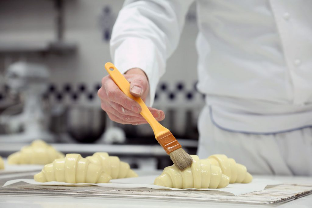 studera utomlands och bli kock på den världskända skolan Le Cordon Bleu, London.