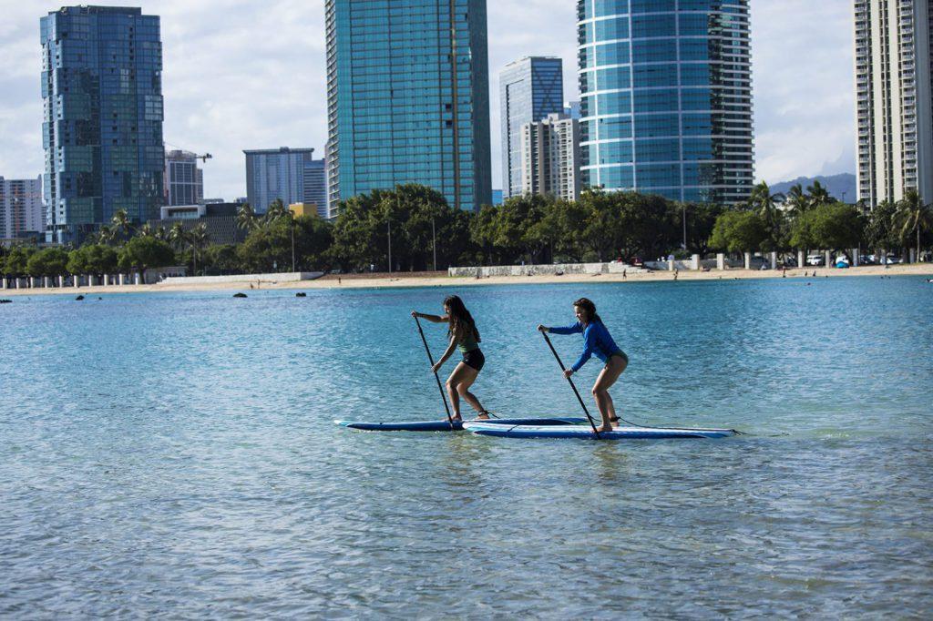Prova på massa olika naturaktiviteter på HPU, bland annat paddel boarding.