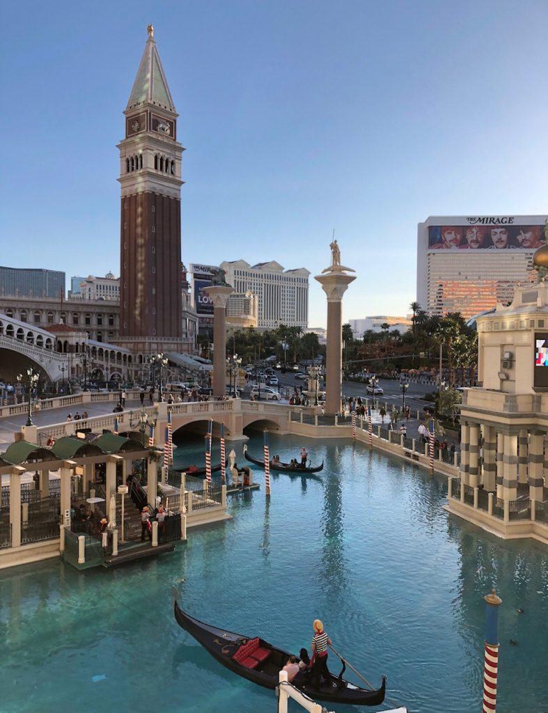 Studera utomlands i Kalifornen och ta en en weekend resa till Las Vegas under dina studier utomlands.