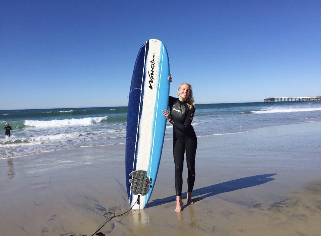 Studera i soliga Kalifornien och lär dig surfa som Blueberry studenten Lisa som studerade på Santa Monica College.