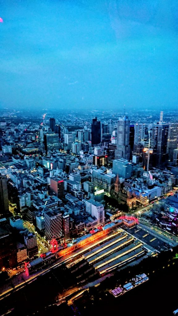 Melbourne, night, lights, cars, sky view, high up, buildning, dark sky, blue, study abroad, blueberry student, blueberry.nu, swinburne university of technology,