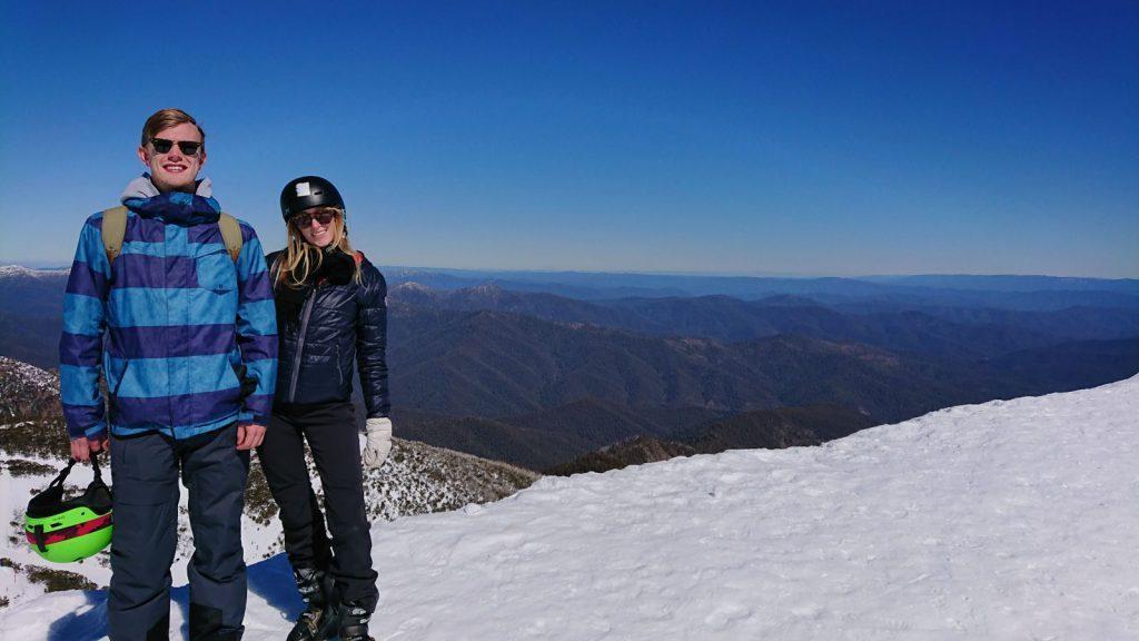 utlandsstudier på swinburne university of technology, blueberry student fabian, reseberättelse, melbourne, australien, äventyr, bergstopp, snö, solsken, horisonten, vänner,