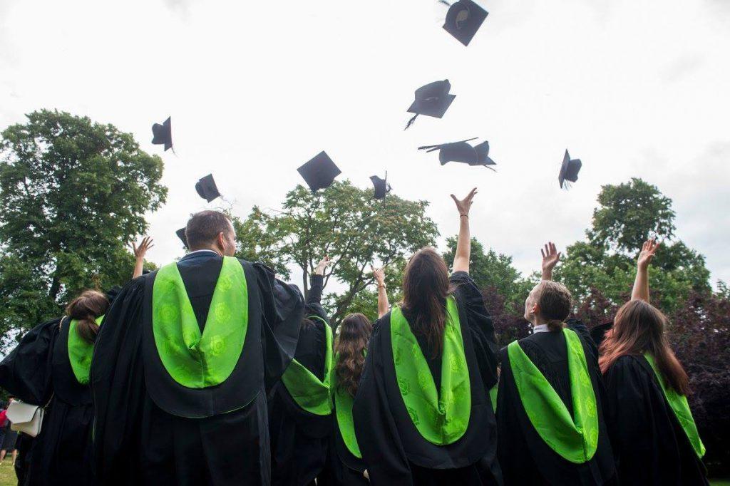 studera utomlands, stipendium utlandsstudier, examen, drömmar, lite ekonomi,