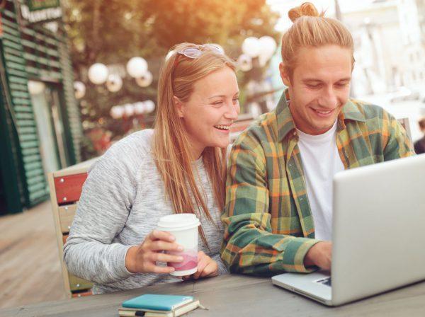 Vem är det som studera utomlands, vänner, tjejer, killar, cafe