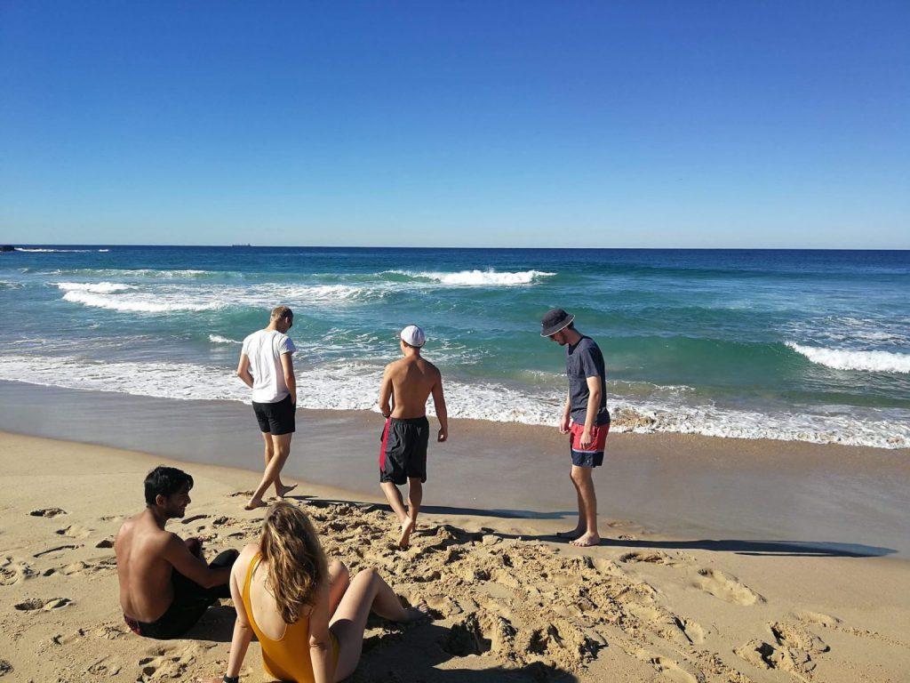 Studera utomlands på University of Wollongong, som Blueberrystudenten Sofia, lär känna nya vänner och ungås på stranden, ansök via blueberry.nu