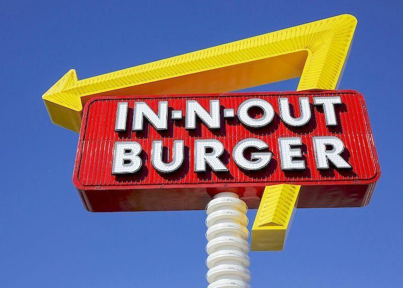Skylt för In-N-Out Burger